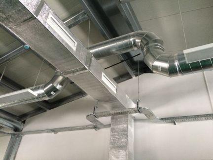 Монтаж вентиляционных коробов на заводе