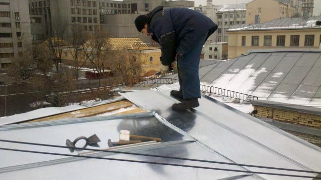 Ремонт фальцевой крыши зимой