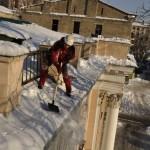 Очистка от снега кровель в Домодедово