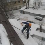 Очистка от снега кровель в Королёве