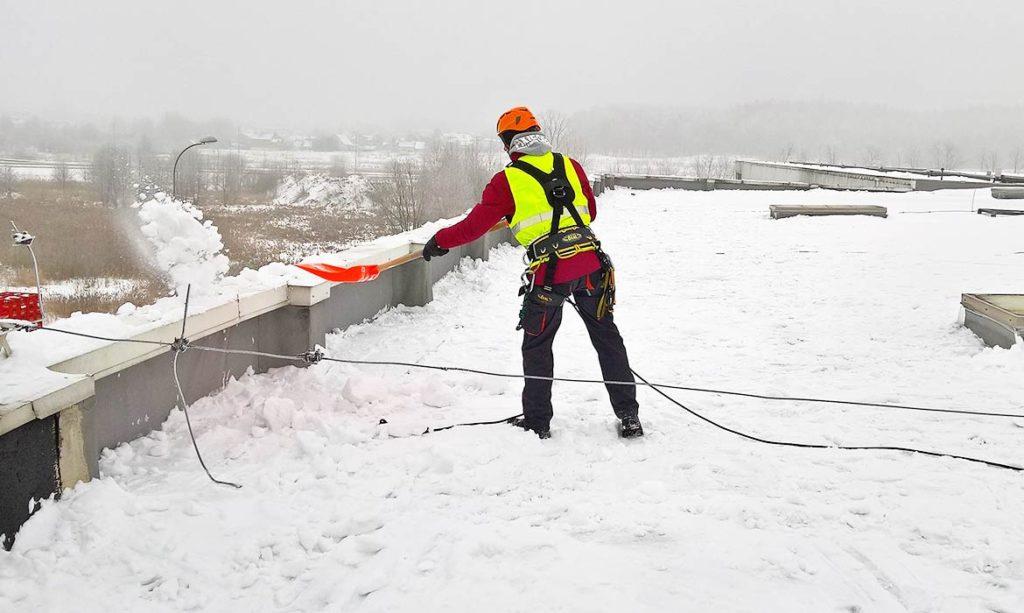 Уборка снега с крышиверхолазами
