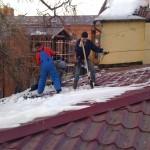 Очистка от снега кровель в Подольске