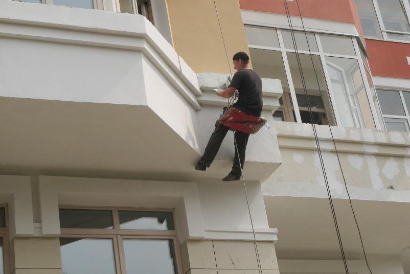 высотное окрашивание фасада дома