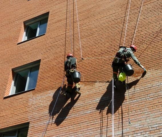 очистка высолов на фасаде
