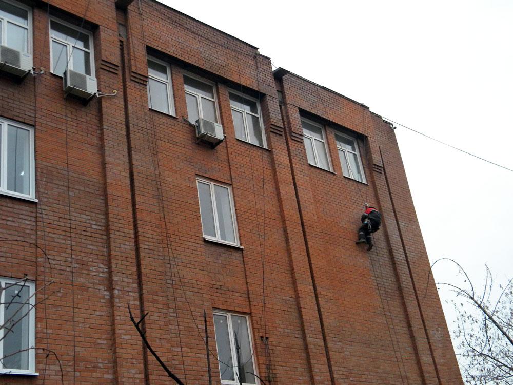 чистка кирпичного фасада