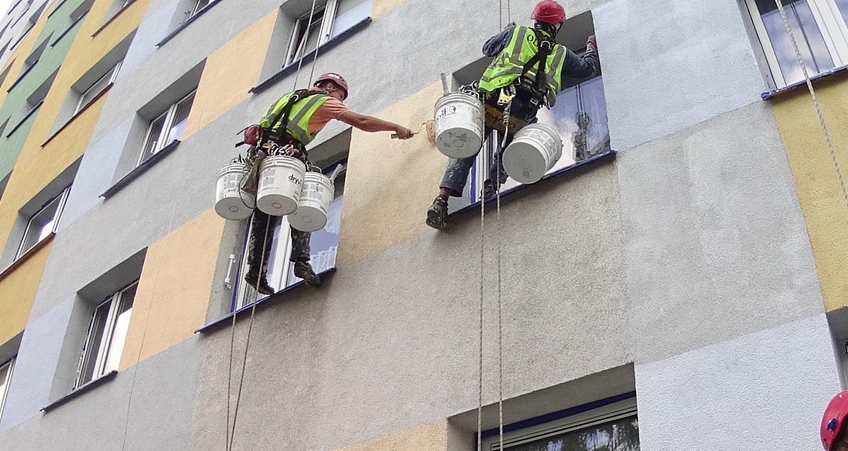 окрашивание фасада высотного дома