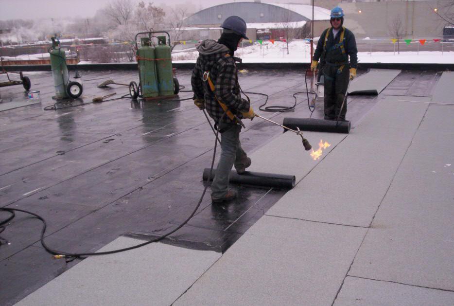 Ремонт рулонной крыши здания