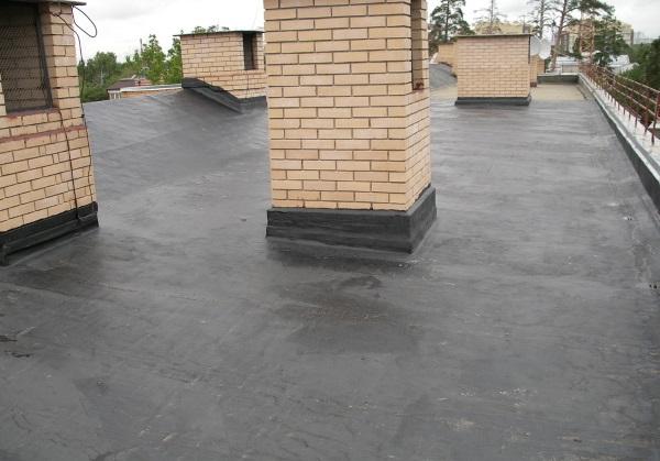 Гидроизоляция плоской крыши жилых домов мягким материалом